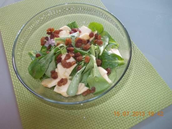 Veldsla met appel, rozijnen, walnoten en honing recept