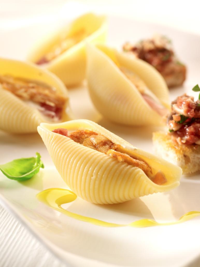 Recept 'gevulde pastaschelpen met kaassaus'