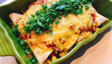 Vegetarische enchilada's met zelf gemaakte taco saus recept ...