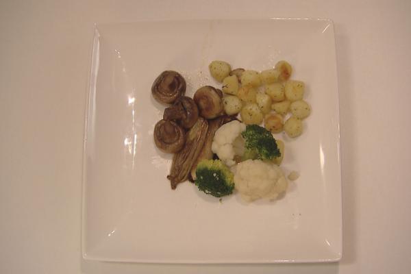 Gebraden rosbief met groenten krans en gebakken krieltjes