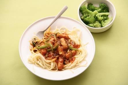 Spaghetti en pittige saus