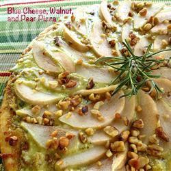 Pizza met blauwe kaas, peren en walnoten recept