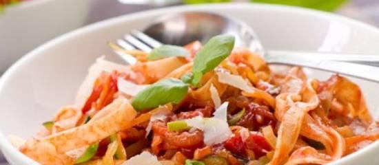 Pasta met zongedroogde tomaatjes, spinazie en geitenkaas ...