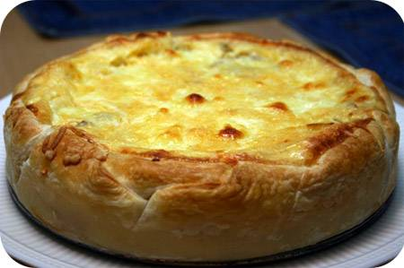 Hartige taart met champignons, salami en mozzarella recept ...