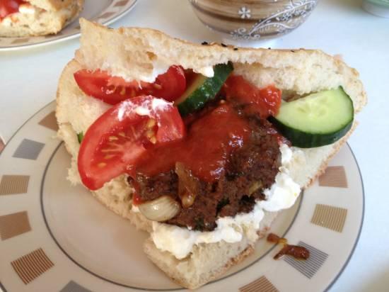 Pikant gekruid gehakt in turks brood recept