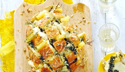 Barbecuebrood met knoflook, ananas en kaas recept ...