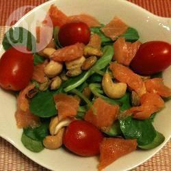 Salade met veldsla en gerookte zalm recept