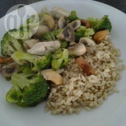 Broccoli, kip, champignon, en cashew in de wok recept