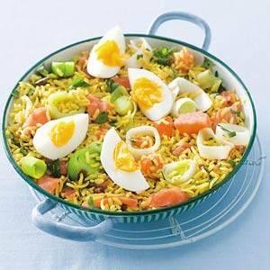 Kruidige rijst met zalm en ei recept