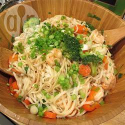 Thaise noedelsalade met garnalen recept