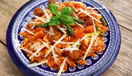 Pasta met italiaanse gehaktballetjes en groene asperges recept ...