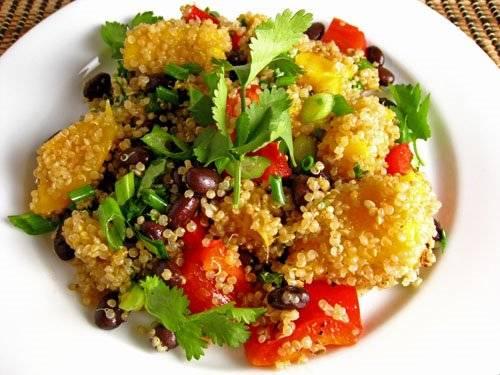 Oosterse sla met mango en quinoa recept