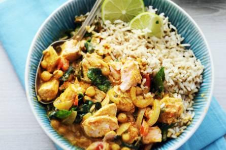 Indiase viscurry met kikkererwten en spinazie