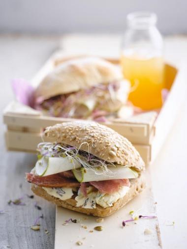Recept 'broodje met ham, peer, cambozola en luzerne'
