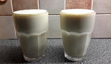 Bananen-peren-sinaasappel-dadels smoothie recept