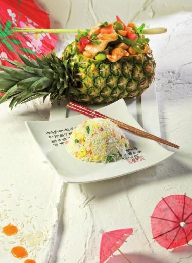 Recept 'ananas met zuurzoete groentjes en nasi goreng'