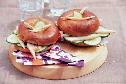 Bagels met paling en mierikswortel