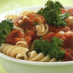 Pasta met broccoli en zongedroogde tomaten recept