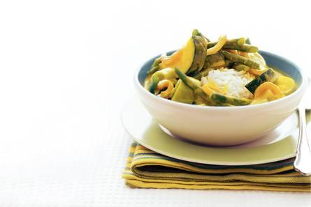 Groene groentecurry met geurige rijst