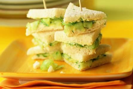 Komkommersandwiches met dilleboter