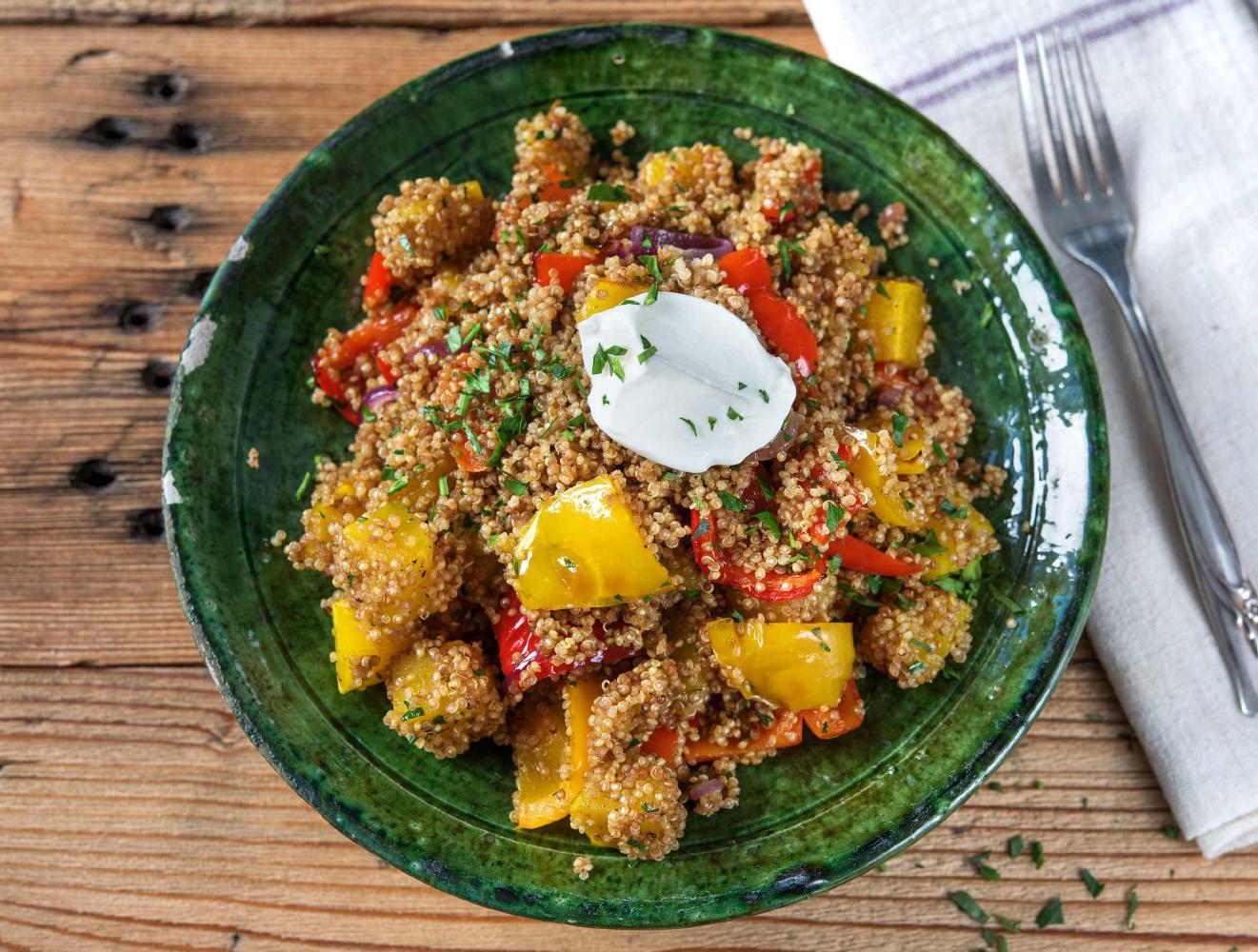 Quinoa met ovengroenten, amandelen, labne en koriander recept ...