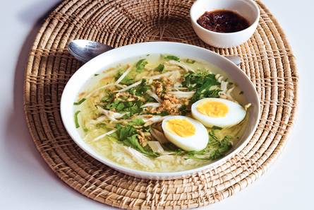 Soto ajam (indonesische kippensoep)