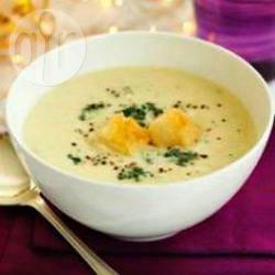 Romige bloemkoolsoep met roquefort recept