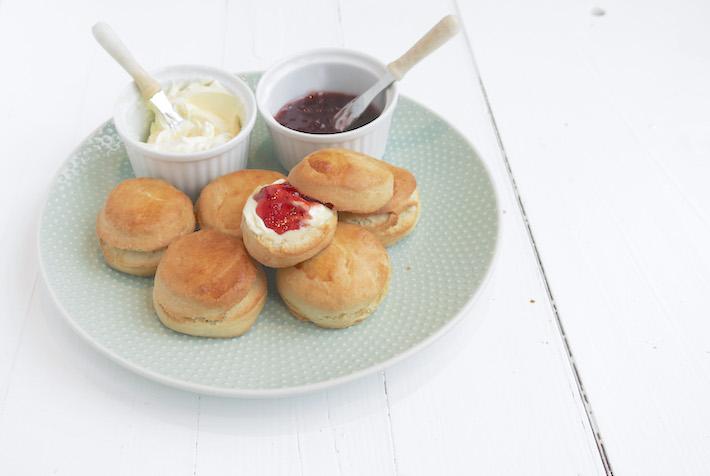 Video: scones met clotted cream