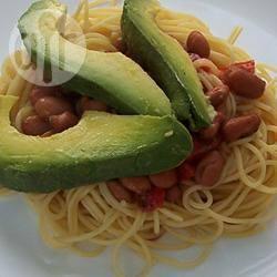 Chili con carne met avocado en pasta recept