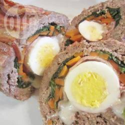 Gevuld gehaktbrood met ei en groenten recept