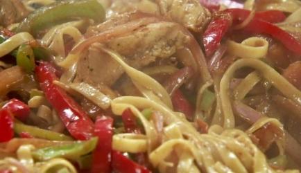 Romige pasta met, kip, groente en cajunkruiden recept