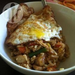 Nasi goreng met kip en garnalen recept