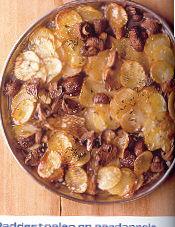 Champignon-aardappelovenschotel met geraspte kaas recept ...