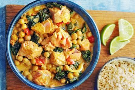 Indiase zalmcurry met spinazie & kikkererwten
