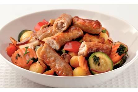 Aardappelschotel met chipolataworstjes