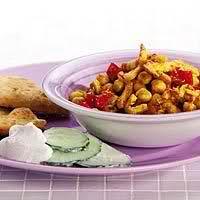 Kikkererwtencurry met kip en naanbrood recept