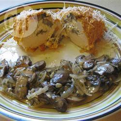 Kiprolletjes gevuld met kaas en champignons recept