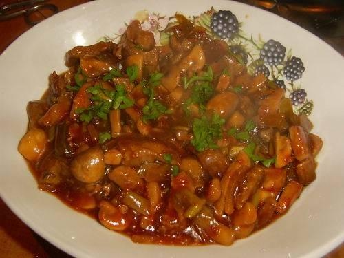 Pittig roergebakken varkensvlees met paprika en prei recept ...