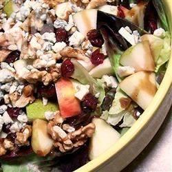 Salade met appel, cranberry en blauwe kaas recept