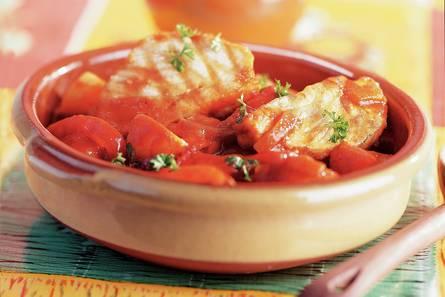 Stoofgerecht met tonijn, aardappel en tomaat