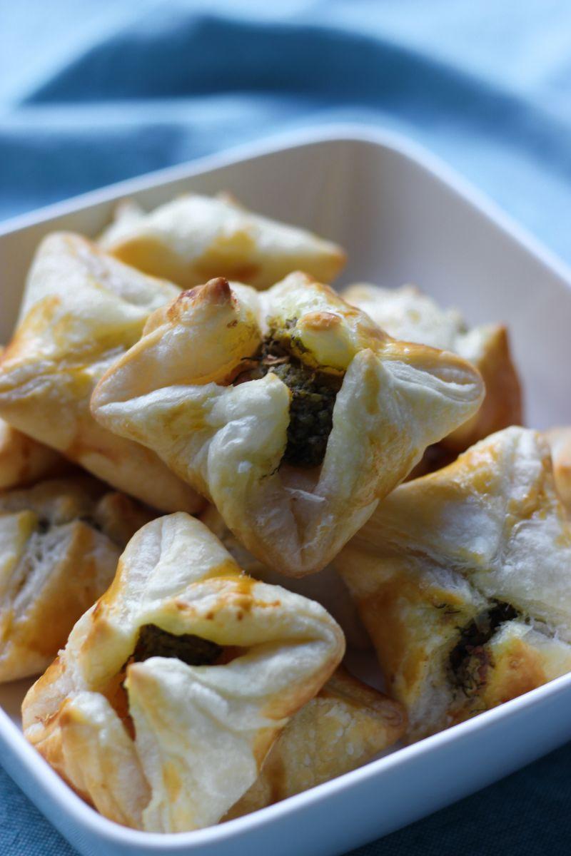 Recept 'bladerdeegpakketjes met zalm en dillepesto'