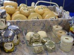 Hartige taart of quiche met geitenkaas, walnoten en honing ...