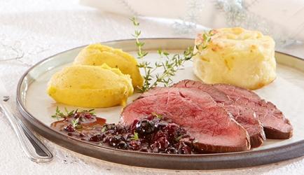 Hindegebraad met butternutpuree en blauwebessensaus recept ...