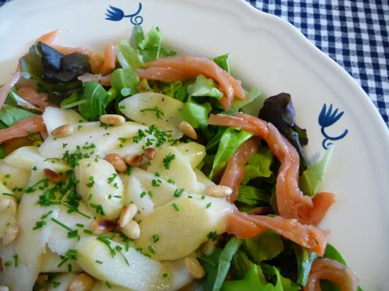 Salade met gewokte asperges en gerookte zalm recept