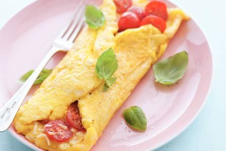 Omelet met tomaat en kaas