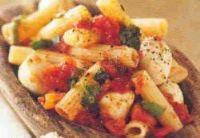 Pasta met mini mozzarella, tomaat en basilicum recept