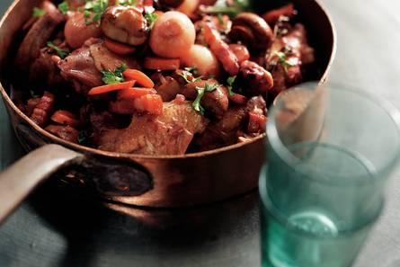 Coq au vin (kip in rode-wijnsaus)