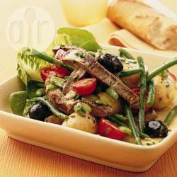Salade niçoise met rundvlees recept