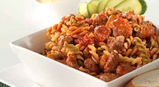 Fusilli met tomaten basilicumsaus en gehaktballetjes recept ...