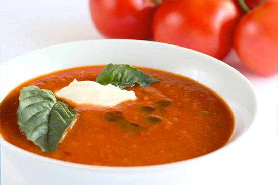 Verse italiaanse tomatensoep met basilicum recept